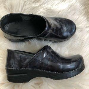 Dansko slip on clogs with cute blue gray pattern